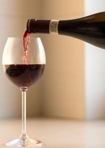 Weinglas Einschenken
