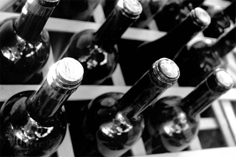 Weinlagerung regalgrau